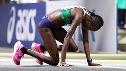 La maratón del Mundial de Atletismo de Doha termina con el peor tiempo de la historia por el