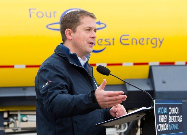 Le chef conservateur Andrew Scheer fait une annonce à Four Quest Energy, à Edmonton, le...