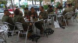 Defensa investigará esta foto de militares tomando cervezas con sus