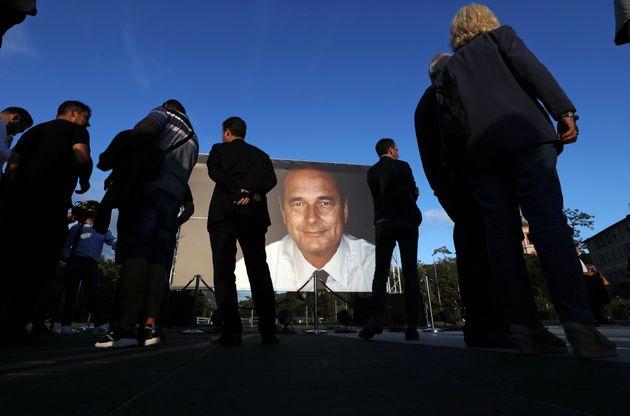 Est-on obligé d'aller travailler ce lundi, jour de deuil national en hommage à Chirac?...