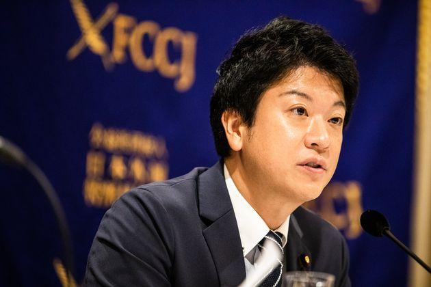 9月27日、日本外国特派員協会で会見を開いた石川大我議員