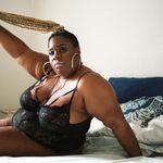 'Aqui estou, apenas eu': Este ensaio de fotos explora o que a feminilidade significa em