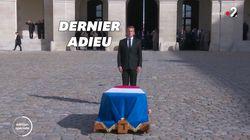Aux Invalides, Macron rend les honneurs militaires à