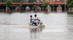 Πάνω από 100 νεκροί λόγω σφοδρών βροχοπτώσεων στην
