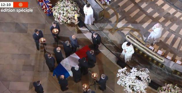Le cercueil de Jacques Chirac devant l'autel de l'église