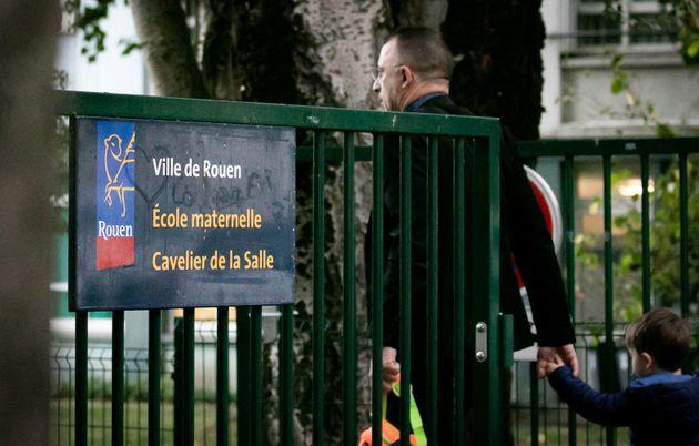 Des enseignants de plusieurs établissements de la ville de Rouen ont fait jouer leur droit de