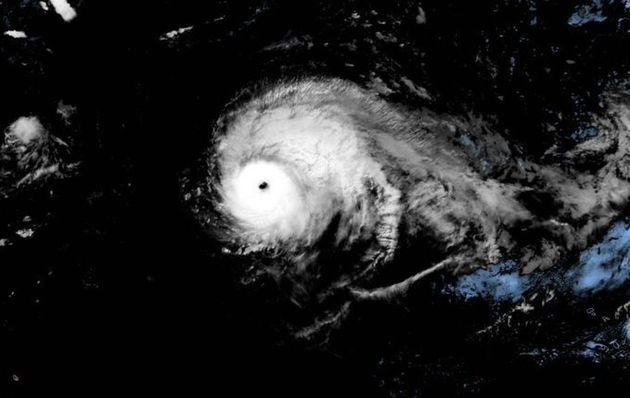 L'ouragan Lorenzo continue de progresser en direction des Açores et des îles britanniques. Il devrait...