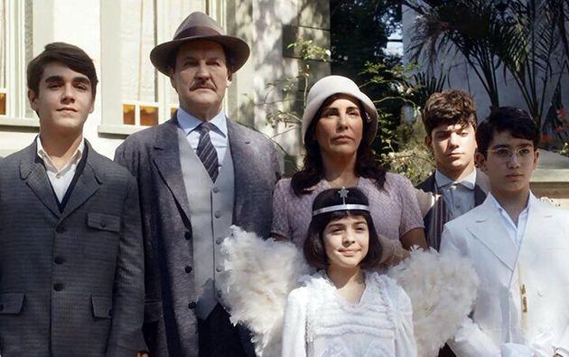 Lola (Glória Pires), Júlio (Antonio Calloni) e os filhos na nova novela das 6 da TV