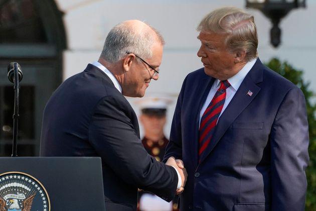 Donald Trump serre la main du premier ministre de l'Australie Scott Morrison, le 20 septembre 2019 à