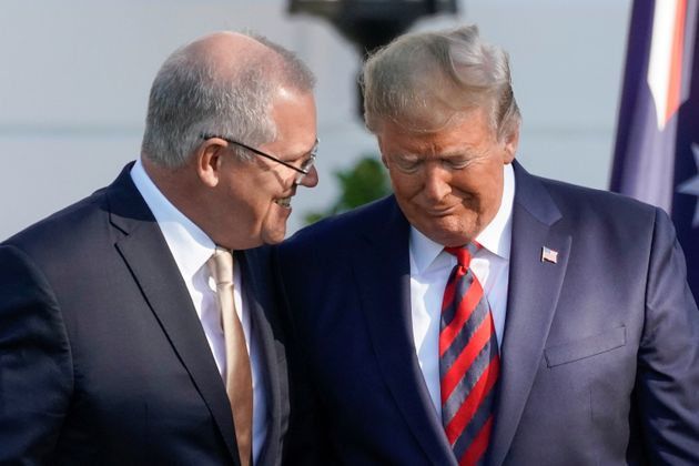 Donald Trump habla con Scott Morrison durante la visita oficial del australiano a la Casa Blanca, el...