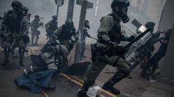 홍콩에서 집회 참가자가 가슴에 경찰이 쏜 총을 맞았다는 보도가