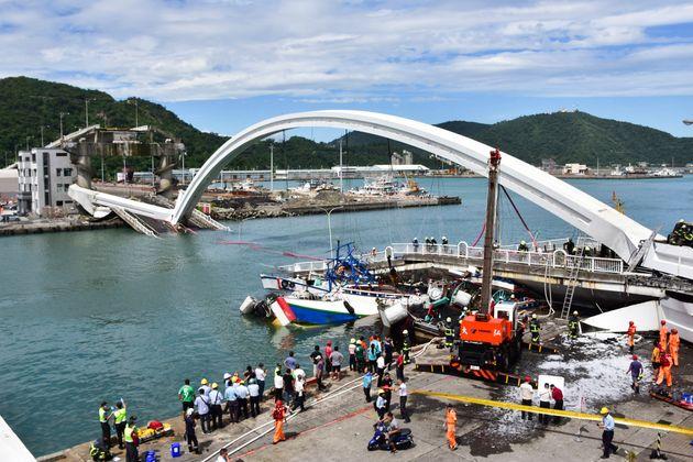 À Taïwan, un pont s'effondre faisant plusieurs blessés et