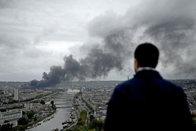 Peut-on tracer un lien entre la gestion de crise et la perception du public entre l'incendie de Lubrizol...