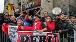 El presidente de Perú disuelve el Parlamento en medio de un choque institucional con la