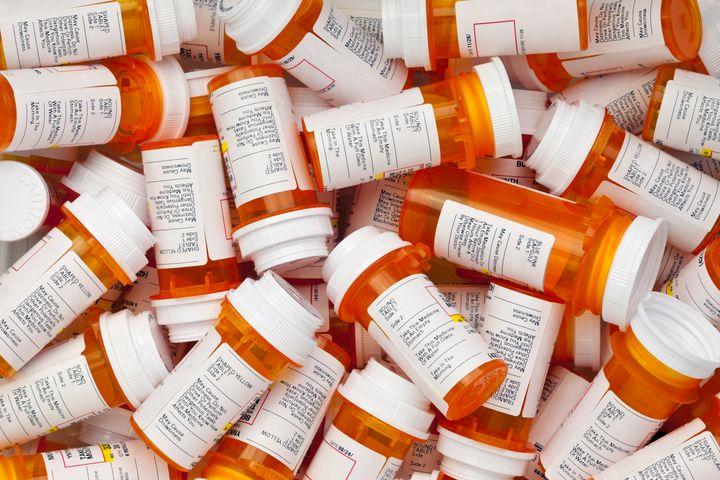 Selon la pharmacienne Sarah Fizazi, chaque année, ce sont des centaines de millions de fioles en plastique à usage unique qui sont utilisées, seulement au Canada.