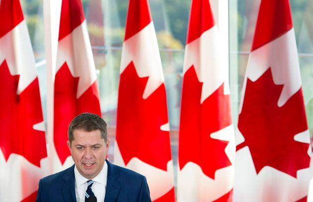 Le chef conservateur Andrew Scheer s'adresse aux médias lors d'une annonce à Toronto, le...