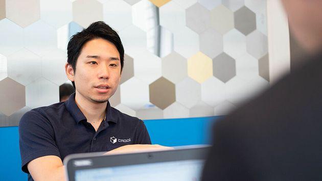 東京大学卒業後、外資系コンサルティングファーム「マッキンゼー・アンド・カンパニー」に入社。入社2年で、マネージャーに昇進(当時同社史上最年少)。製造業メーカーに対し、購買・調達改革をサポートする。Appleアメリカ本社でシニアエンジニアを努めていた小橋昭文さん(キャディCTO)とともに、2017年11月にキャディを創業。