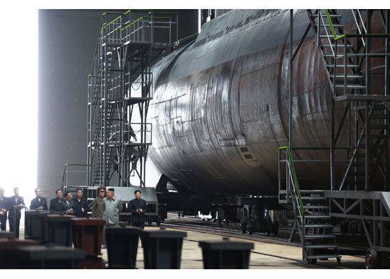 북한 노동당 기관지 노동신문은 지난 23일 김정은 국무위원장이 새로 건조한 잠수함을 시찰했다고 전하며