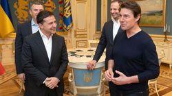 A Kiev arriva Tom Cruise e il presidente ucraino (ex attore) impazzisce di gioia