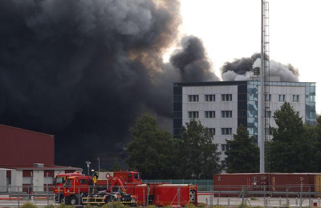 La fumée épaisse se dégageant de l'incendie de l'usine de Lubrizol