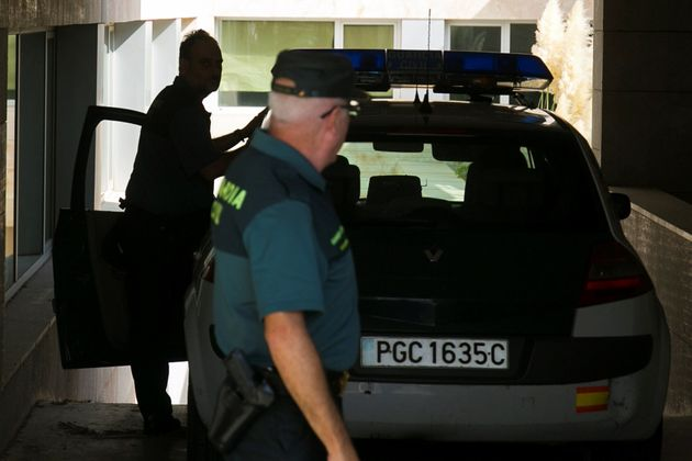 Agentes de la Guardia Civil llegan a los juzgados de Vélez-Málaga para poner en disposición judicial...
