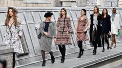 Chanel chiude sfilando tra i tetti, Valentino stupisce col
