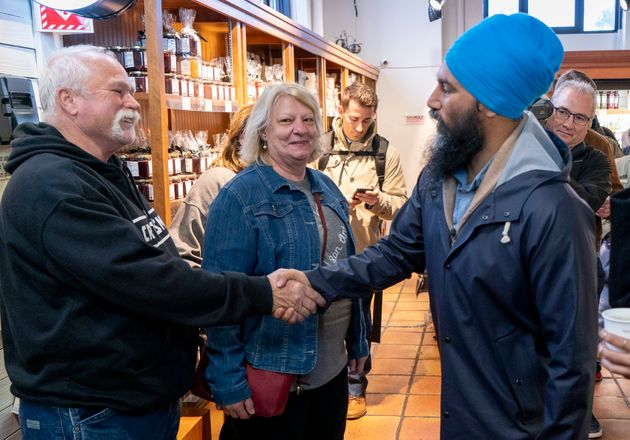 Jagmeet Singh a rencontré des citoyens au marché Atwater, mercredi