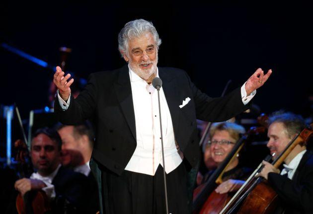 Placido Domingo a démissionné de son poste de directeur général de l'opéra...
