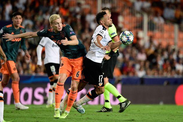 Un gran Ajax noquea a un Valencia desacertado