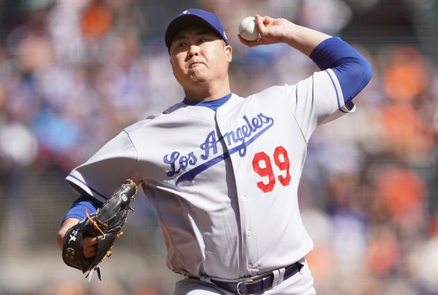 SAN FRANCISCO, CALIFORNIA - SEPTEMBER 28: Hyun-Jin Ryu #99 of the Los Angeles Dodgers pitches against...