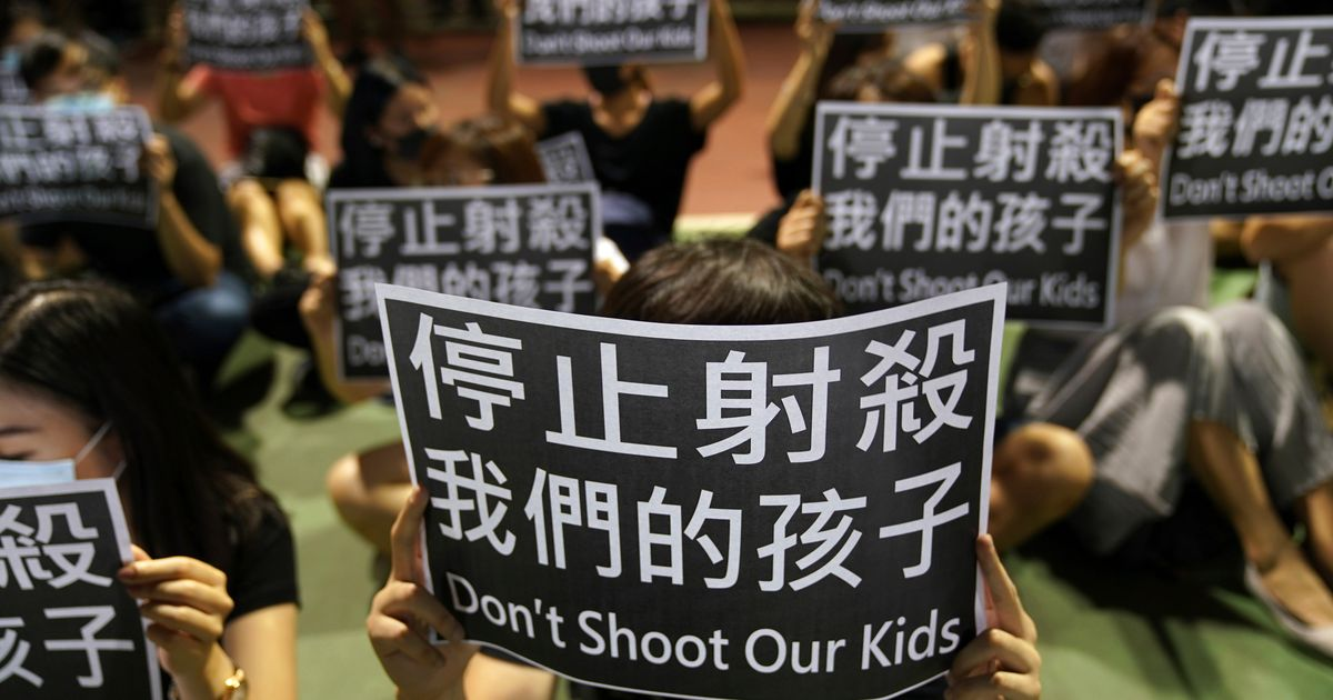 Row Over Urinating Toddler Spills Onto Hong Kongs Streets
