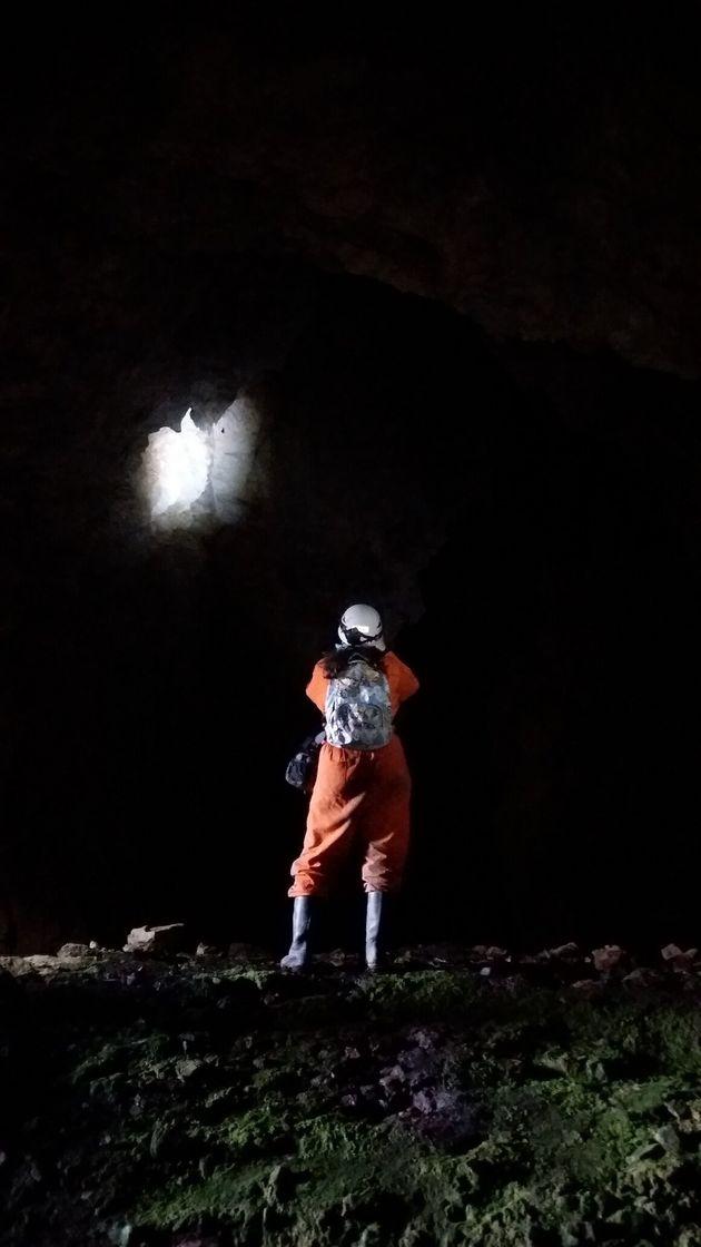 Επιστήμονας στο σπήλαιο...
