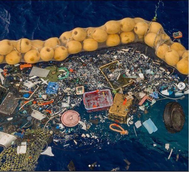 """""""Funziona!"""". La macchina di Ocean Cleanup ha iniziato a pulire il Pacifico dalla plastica"""
