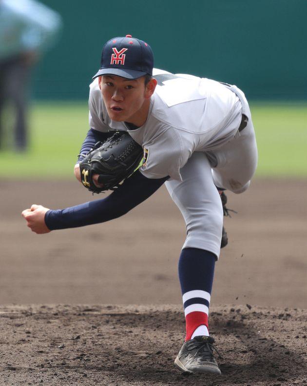 及川投手(横浜)。長い手足から150キロを超えてくる
