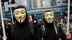 홍콩 정부가 '긴급 조치'를 발동해 시위대 마스크 착용을