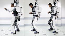 Παράλυτος άνδρας περπατά ξανά με τη βοήθεια ρομποτικού εξωσκελετού που τον κινεί με τη