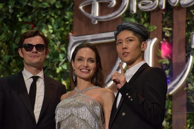 ディアヴァル役を演じるサム・ライリー、マレフィセント役のアンジェリーナ・ジョリー、ウド役を演じるミュージシャンで俳優のMIYAVI(左から順に)