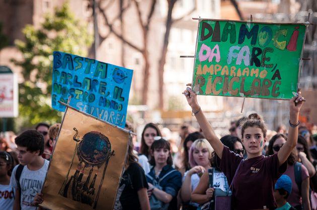 Una carbon tax per dare seguito alla lotta dei giovani per il