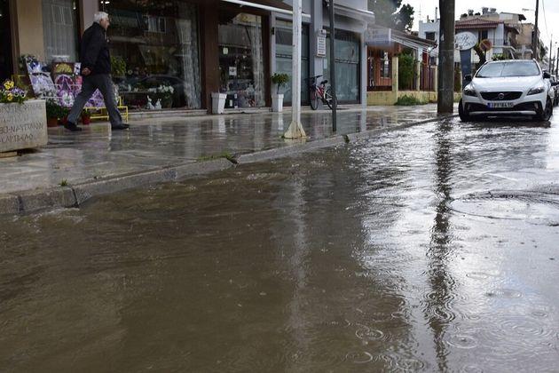 Κακοκαιρία: Πλημμύρες και κατολισθήσεις στη Δυτική Ελλάδα - Καταιγίδες στη