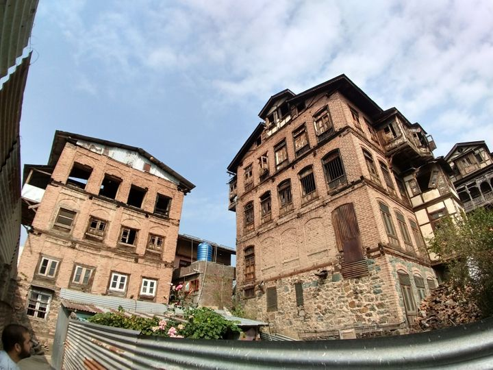 The J&K police are identifying multi-storey houses in downtown Srinagar to house CRPF troopers.