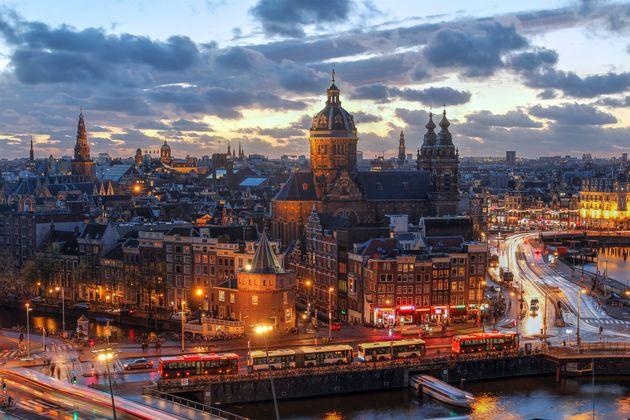 Γιατί η Ολλανδία αλλάζει το επίσημο όνομά της σε «Κάτω