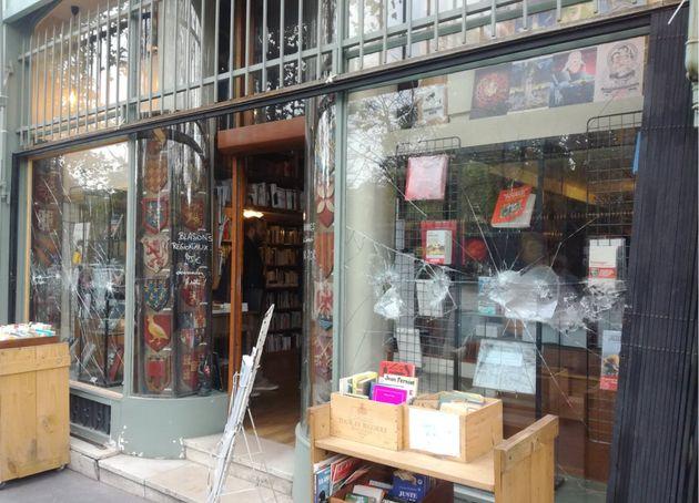 La vitrine de La Nouvelle Librairie, librairie parisienne d'extrême