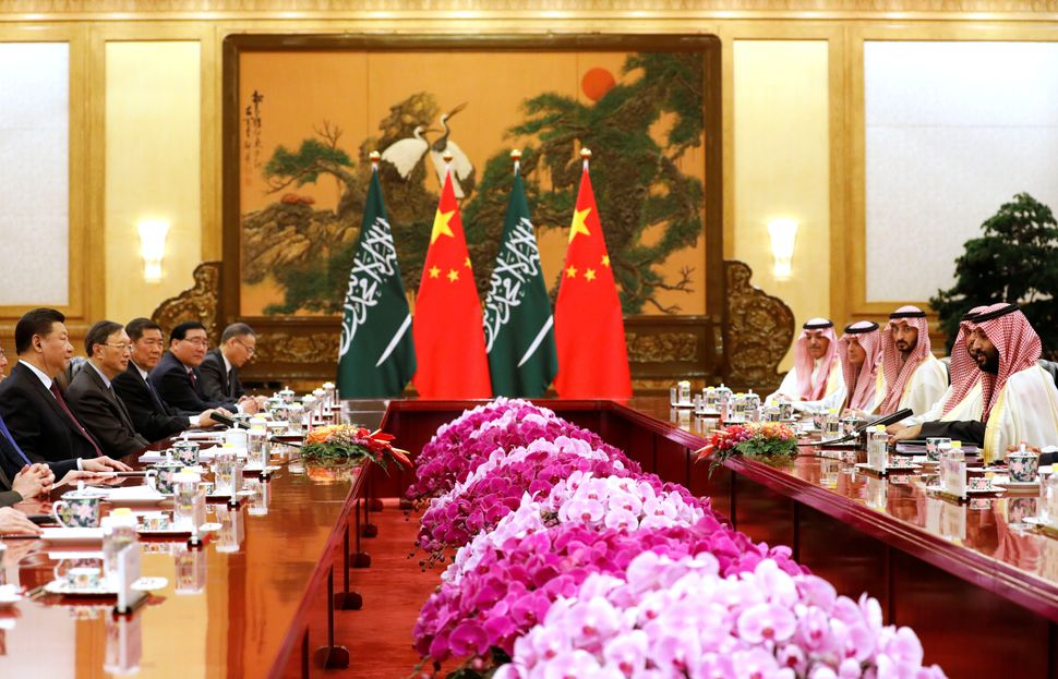 Saudi Crown Prince Mohammed bin Salman (R) meets with Chinese President Xi Jinping (L) at the Great Hall of the People in Bei