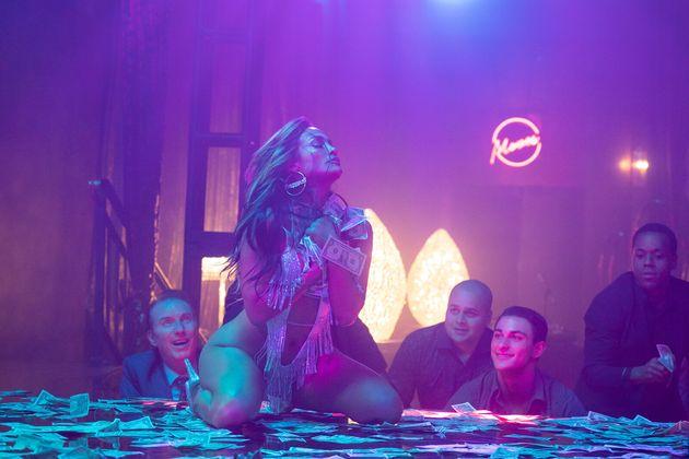 Jennifer Lopez dans le film Queens, dans lequel elle incarne une strip-teaseuse à Wall
