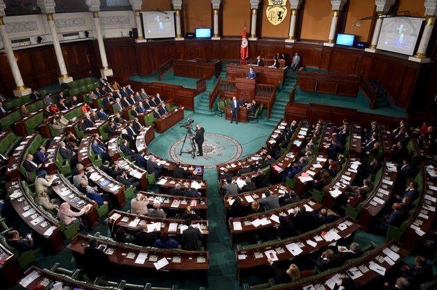 Législatives: Plus de 100 députés sortants briguent un second mandat en dépit d'un bilan