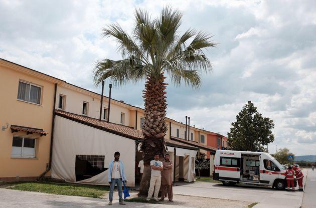 Trattativa con i trafficanti libici, piovono interrogazioni e richieste di una commissione