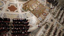 San Pietro, caduti piccoli frammenti di soffitto durante la messa del