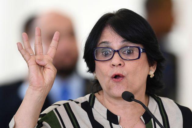 A falsa preocupação da ministra Damares com as