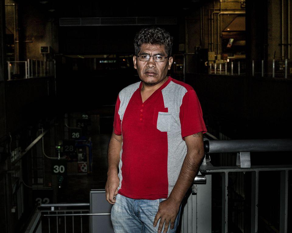 O costureiro Gabriel Gutierrez não tem dinheiro suficiente para pagar pensão no Bom Retiro,...