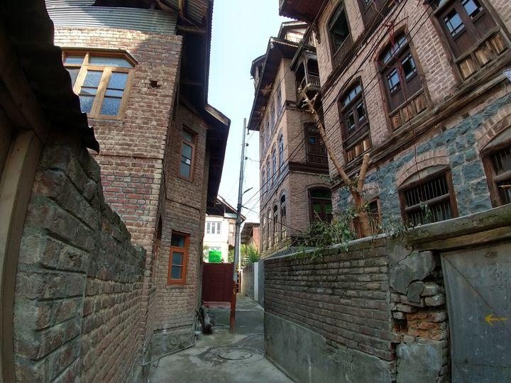 The congested Tangbagh neighbourhood inside Rainawari.